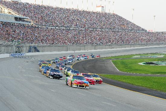 nascar-at-kentucky-speedway